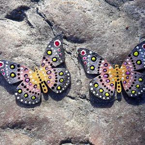 Perhoskorvakorut hopea