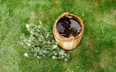 Yrttien taikaa juhannussaunassa – 5 ihanaa hemmottelureseptiä kesäiltaan