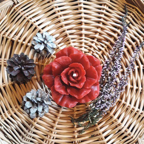 mehiläisvahakynttilä ruusu punainen